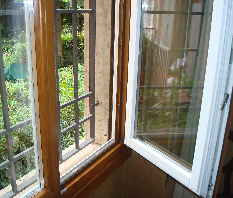 V8 serramenti e infissi finestre risparmio energetico for Infissi pvc legno