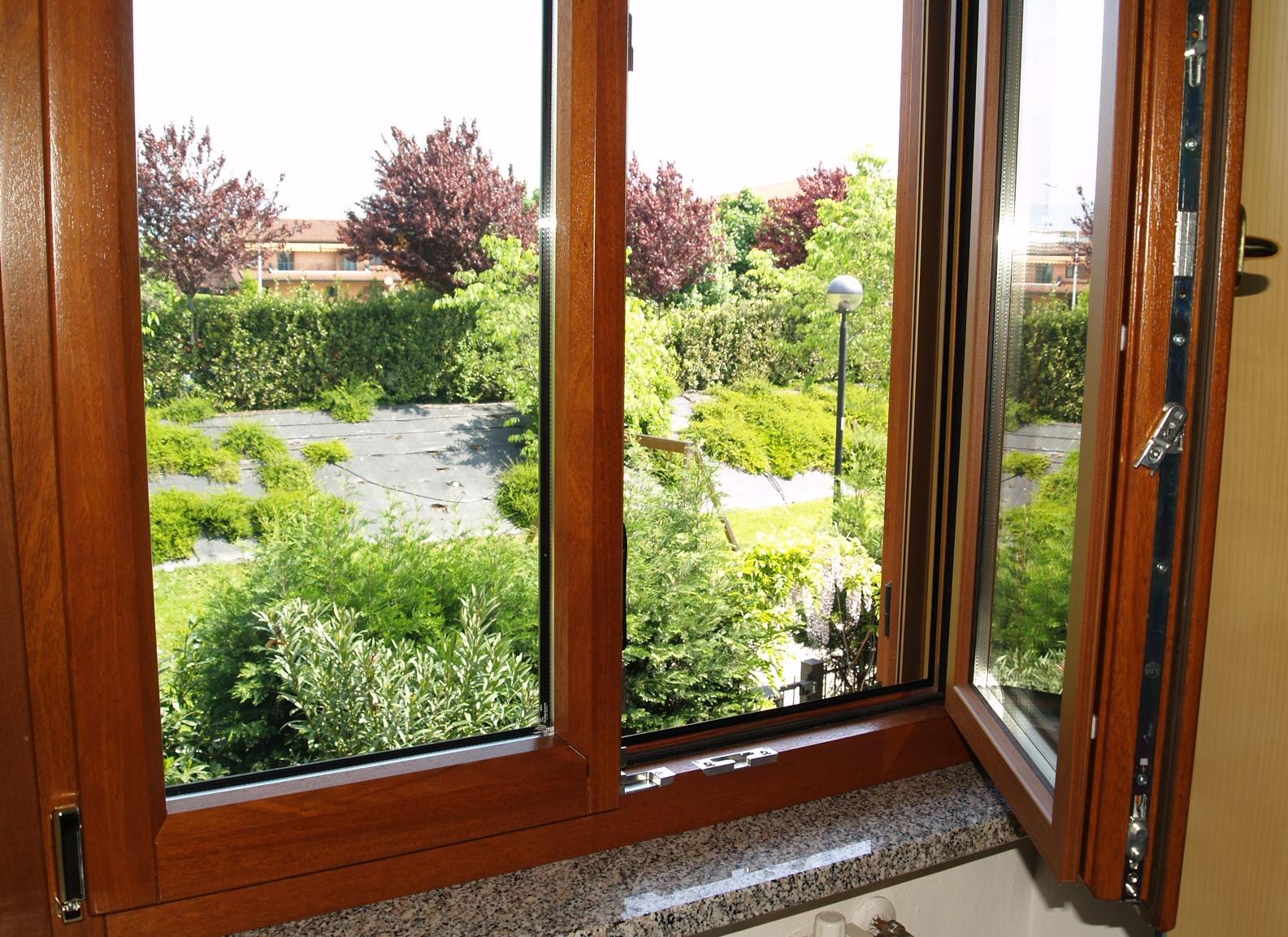 Ultime settimane per la detrazione 55 su finestre a for Finestre legno pvc